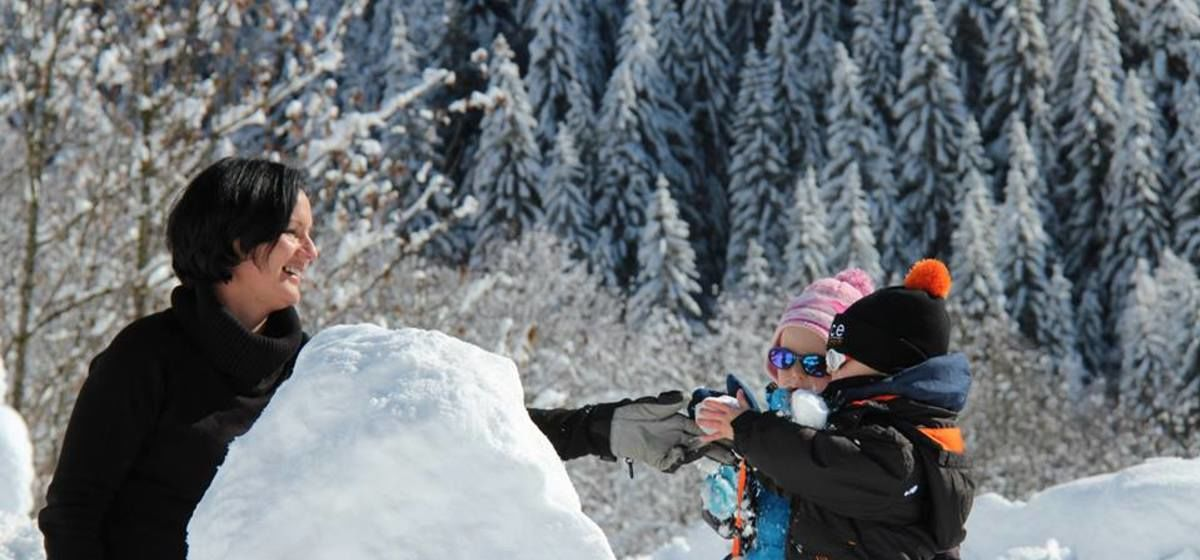 4 Top Tips For Families Skiing Together